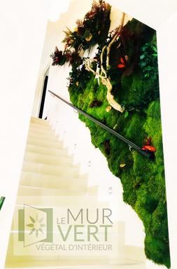 Le Mur Vertが手掛けた階段用の緑の装飾