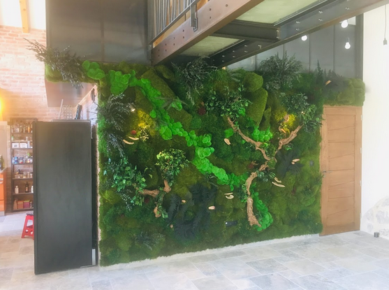 st ismierの緑の壁とリビングルームの装飾